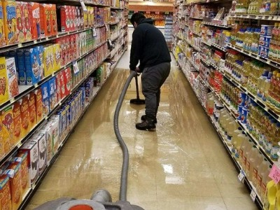 removing water from chicago grocery store