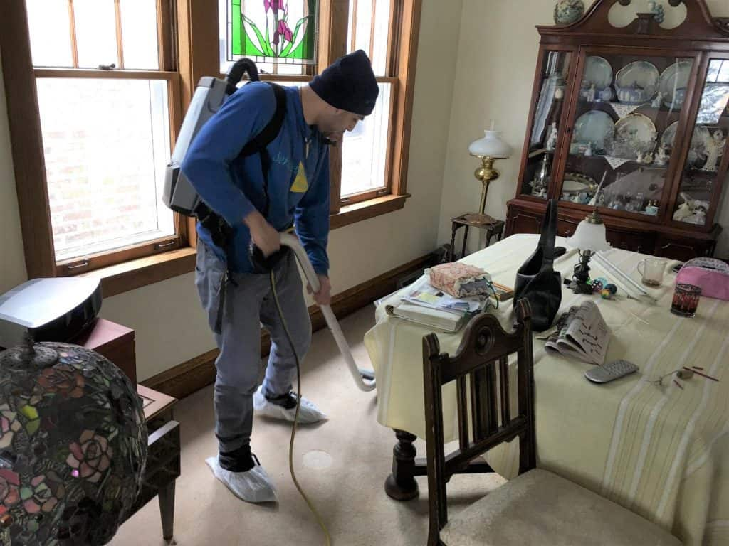 cleaning carpet in rental property in chicago
