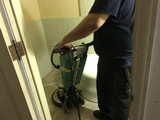 cleaning bathroom tile in chicago rental property