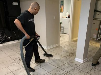 water damage restoration chicago il technician