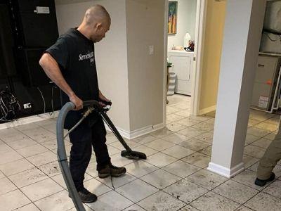 water damage restoration chicago il technician