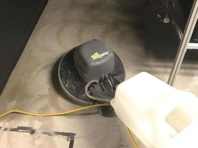 cleaning chicago laboratory floor